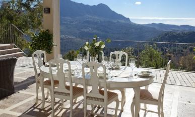 Fotos de la villa en alquiler finca gaucin spain select for Alojamientos originales espana